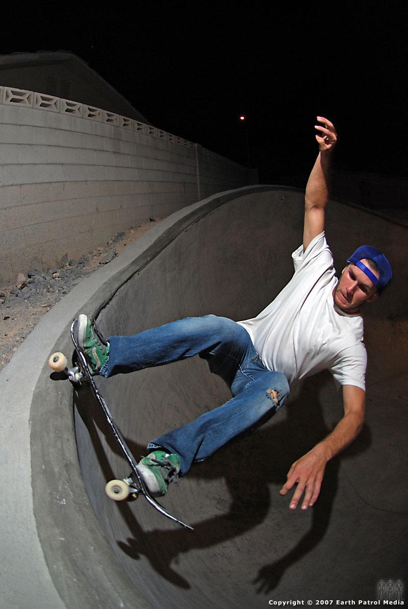 Eric - FS Grind @ Wiggle Bowl