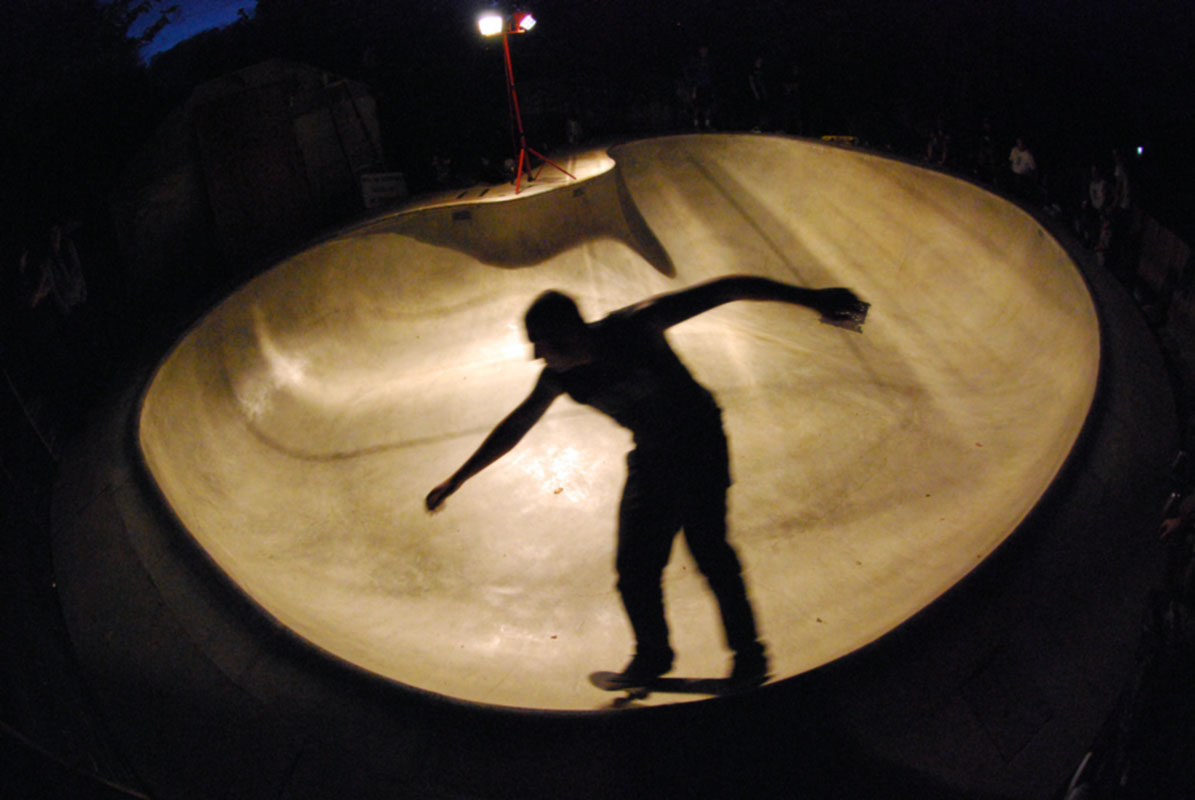 Skater - Long Arms @ Glow Bowl