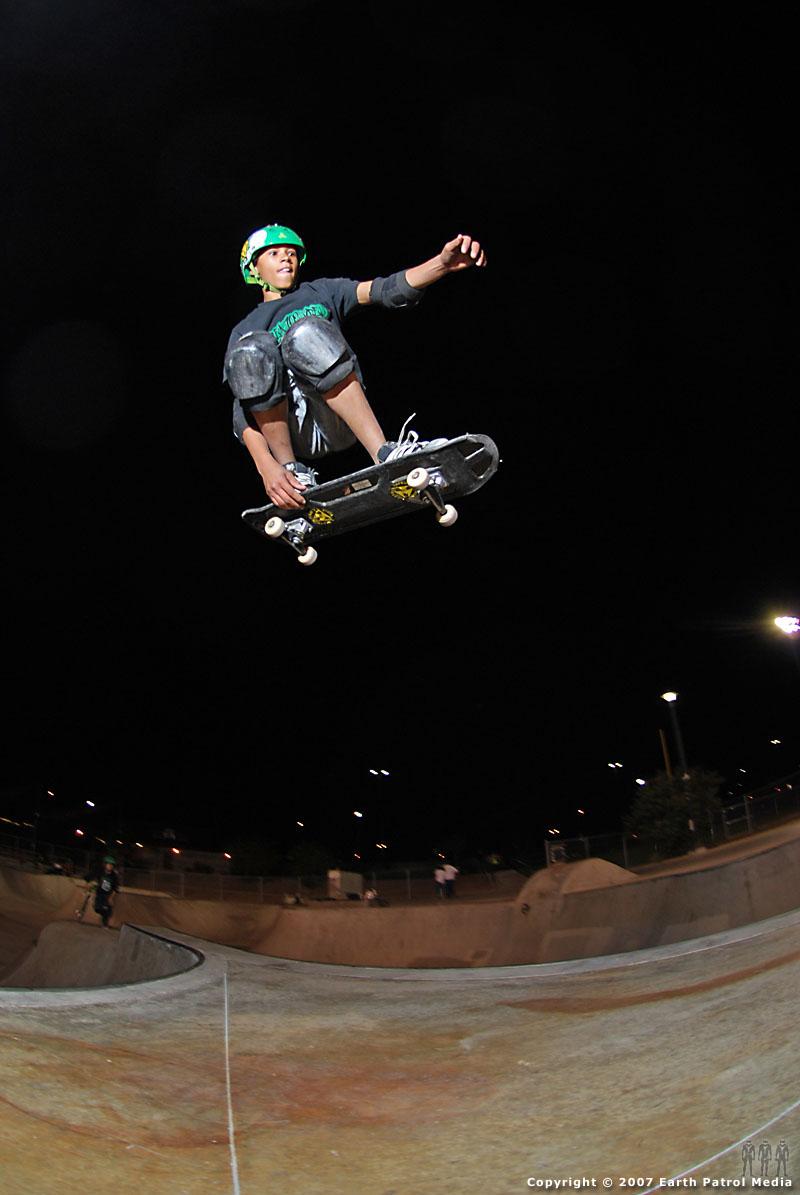 Keddrick - Tuck-knee Flyout @ Pro Park