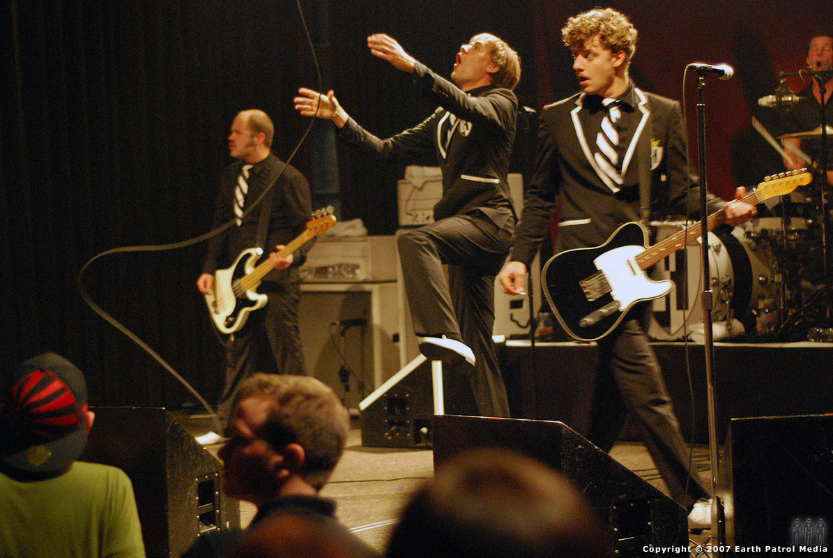 The Hives - Pic 1 @ The Crystal Ballroom