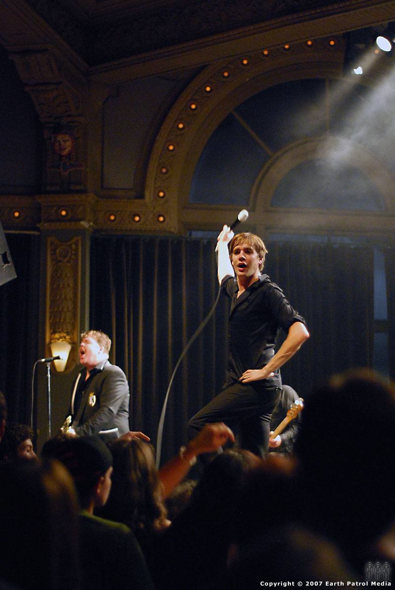 The Hives - Pic 14 @ The Crystal Ballroom
