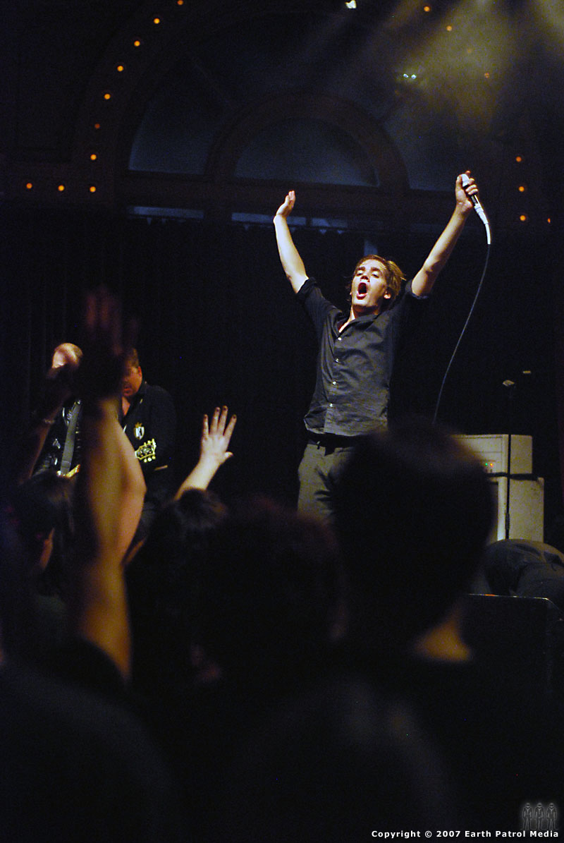 The Hives - Pic 17 @ The Crystal Ballroom